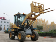 wheel loader 918 with pallet fork and bucket